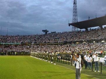 Público lota estádio de Medellín para uma homenagem à Chapecoense; Veja mais!