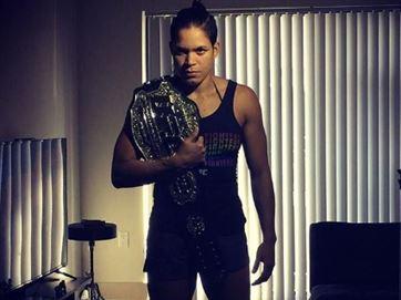 Amanda Nunes diz como gastará dinheiro da vitória sobre Ronda Rousey