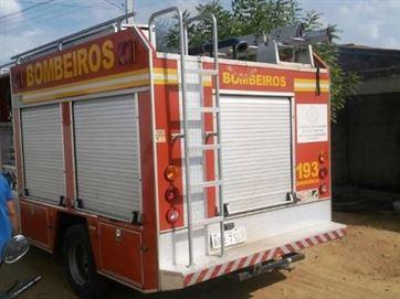 Homem tranca esposa e filho e ateia fogo em casa após discussão por cachaça na Paraíba