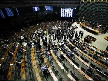 Câmara aprova projeto que regulamenta gorjeta