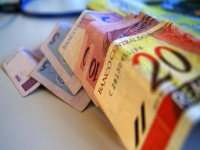 Brasileiros não guardam dinheiro