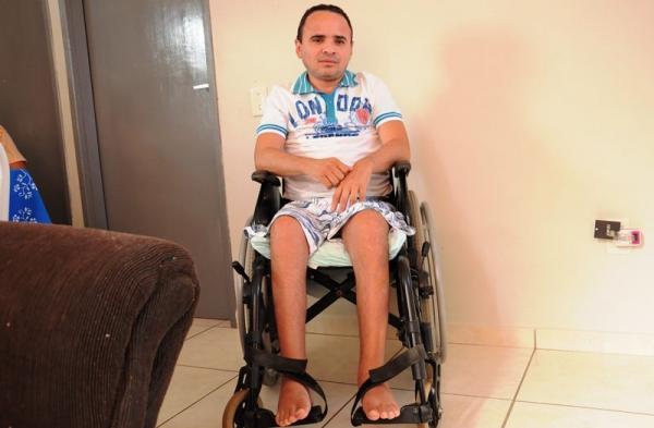 Gari que ficou paraplégico após acidente tem benefício do INSS cortado na cidade de Patos
