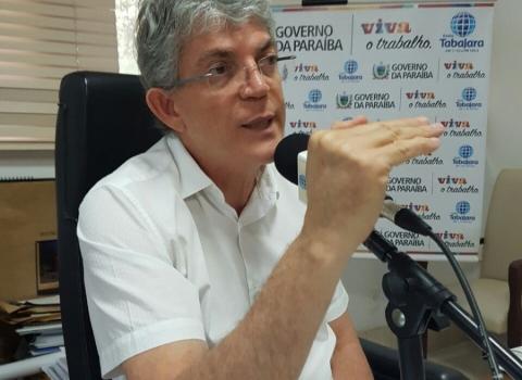 Ricardo nega privatização da educação e dispara: