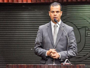 Jutay sugere que João Azevedo seria 'marionete' de RC em 2018; secretário rebate