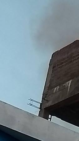 Carregador de celular provoca incêndio e destrói parte de residência, em Princesa Isabel