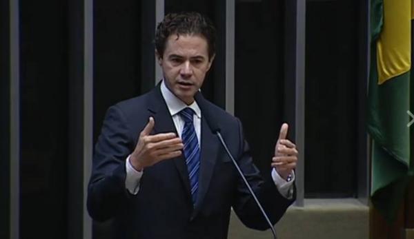 PMDB suspende deputado Paraibano por votar contra Presidente Michel Temer