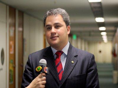 Deputado Efraim Filho defende mudança no Estatuto do Desarmamento