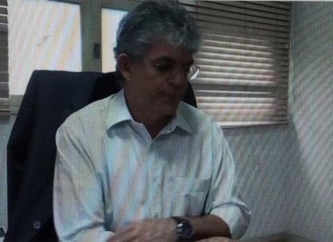 Ricardo Coutinho anuncia 1000 vagas para concurso da educação