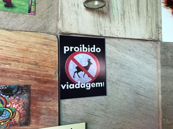 Placa em Bar 'proíbe viadagem' gera polêmica na internet; Veja!