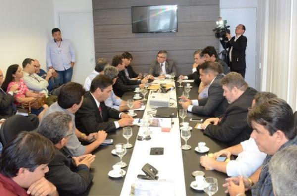 Prefeito Valmar e Senador Cássio foram ao TJPB em prol da comarca de Paulista/PB