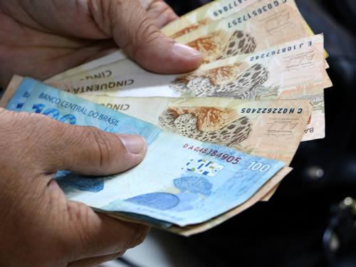 Ricardo anuncia pagamento da folha de outubro aos servidores do Estado