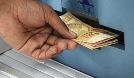 Ricardo anuncia calendário de pagamento de fim de ano dos servidores estaduais