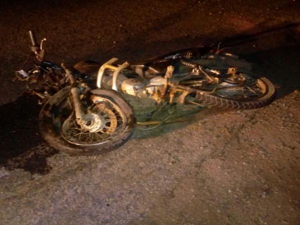 Tragédia: Grave acidente entre carro e moto deixa dois irmãos mortos em Paulista/PB