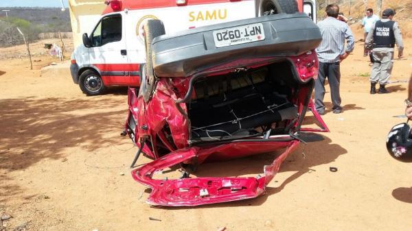 Motorista perde controle de carro e capota em rodovia na zona rural de Brejo dos Santos