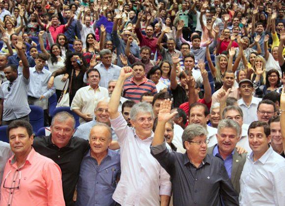 Ricardo empossa mil professores aprovados em Concurso Público