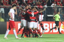 Flamengo vence o Internacional por 1 a 0 e cola no G-4